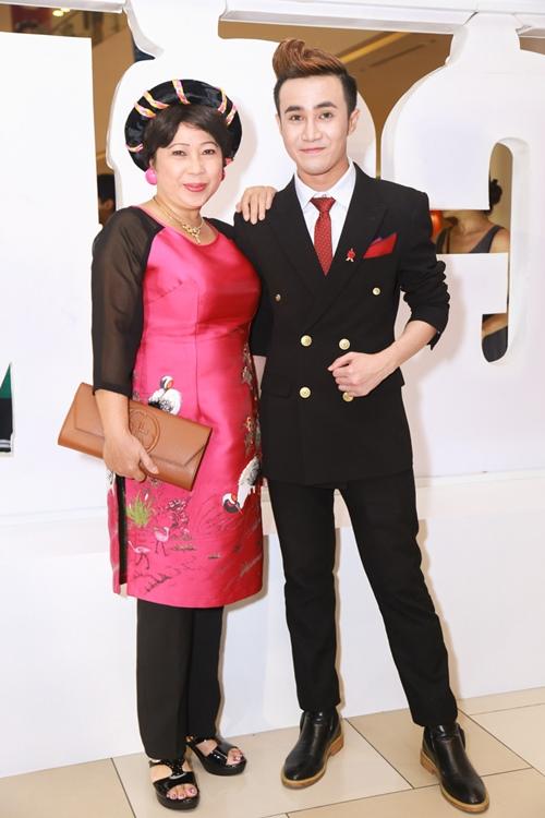 Thủy Tiên nổi bật với áo dài đỏ trong lễ ra mắt phim - 10