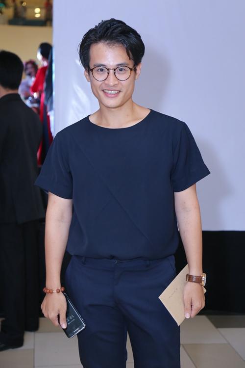 Thủy Tiên nổi bật với áo dài đỏ trong lễ ra mắt phim - 7