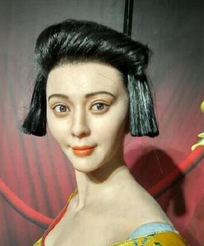 """Khóc thét vì tượng sáp """"quỷ hờn"""" của Phạm Băng Băng - 2"""