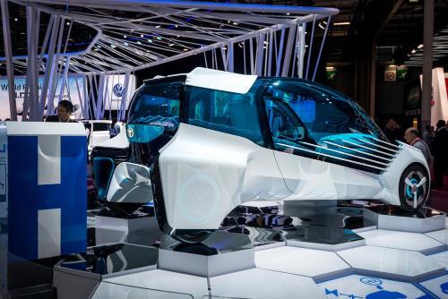 Cận cảnh xe điện Toyota FCV Plus với thân trong suốt - 3