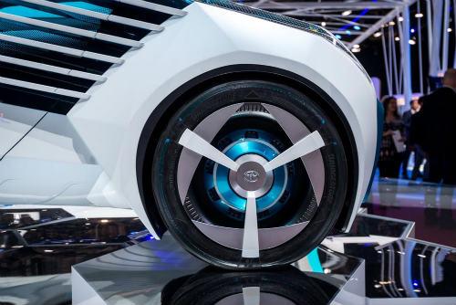 Cận cảnh xe điện Toyota FCV Plus với thân trong suốt - 6