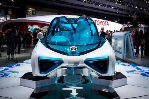 Cận cảnh xe điện Toyota FCV Plus với thân trong suốt - 4
