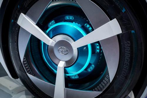 Cận cảnh xe điện Toyota FCV Plus với thân trong suốt - 7