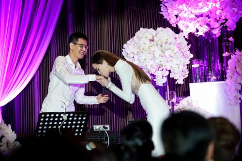 """Hà Hồ hát """"Chắc ai đó sẽ về"""" của Sơn Tùng khiến fan phấn khích - 8"""
