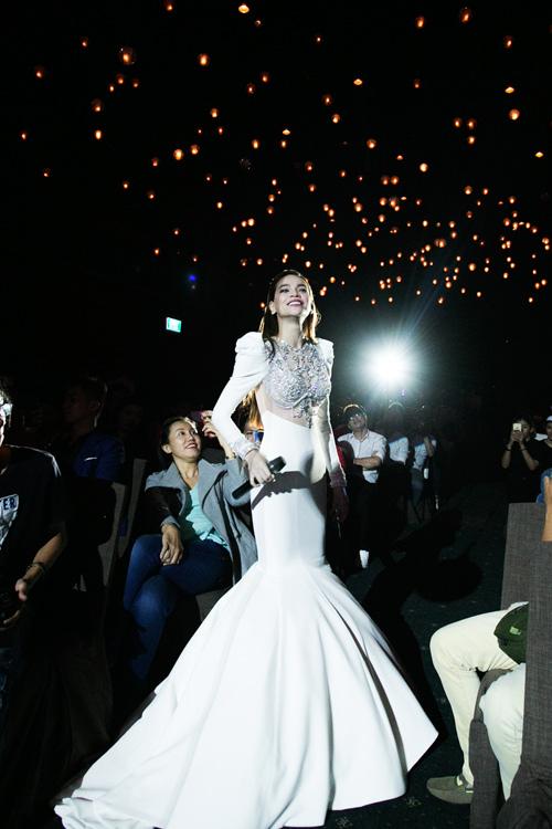 """Hà Hồ hát """"Chắc ai đó sẽ về"""" của Sơn Tùng khiến fan phấn khích - 7"""