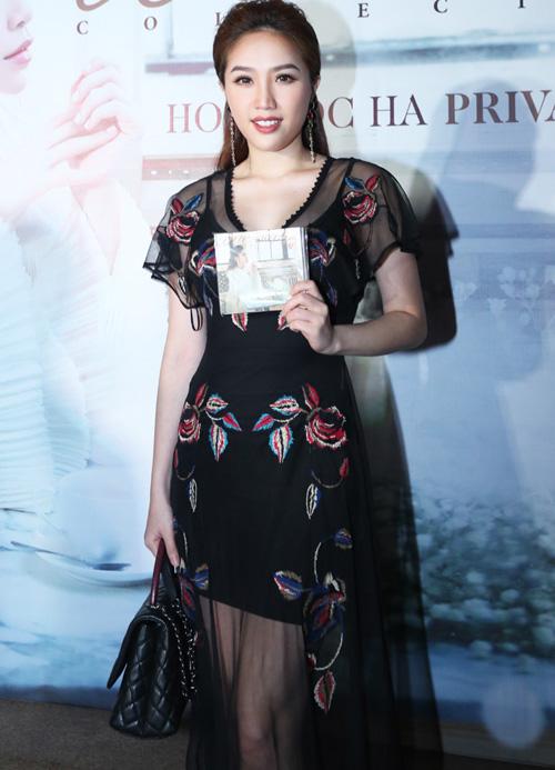 """Hà Hồ hát """"Chắc ai đó sẽ về"""" của Sơn Tùng khiến fan phấn khích - 13"""