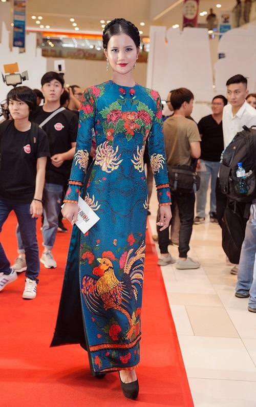 Quán quân Next Top diện áo dài rực rỡ như hoa hậu - 3