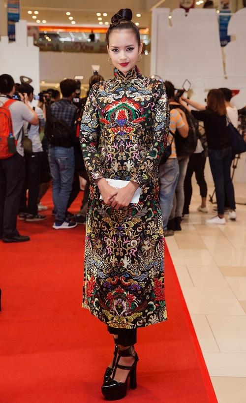 Quán quân Next Top diện áo dài rực rỡ như hoa hậu - 5