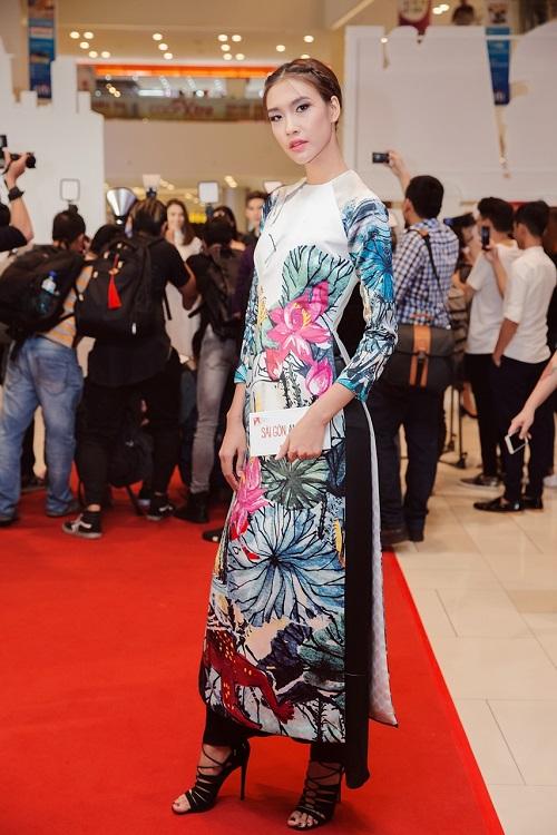 Quán quân Next Top diện áo dài rực rỡ như hoa hậu - 2