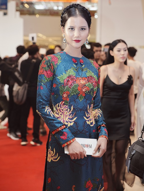 Quán quân Next Top diện áo dài rực rỡ như hoa hậu - 4