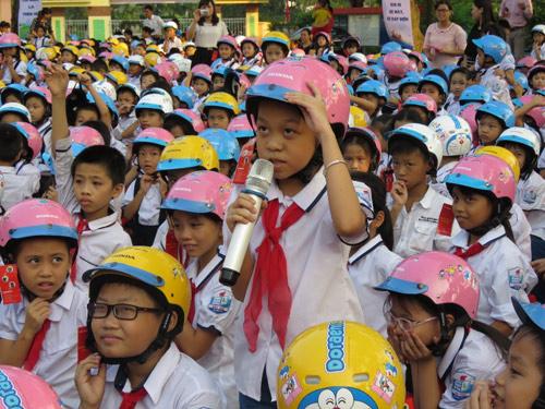 Honda VN tặng mũ bảo hiểm cho các em học sinh tại tỉnh Thái Bình & Phú Thọ - 4