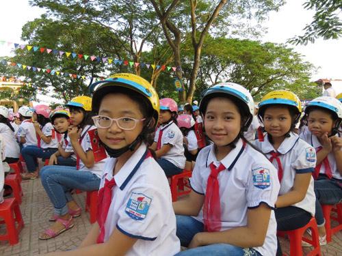 Honda VN tặng mũ bảo hiểm cho các em học sinh tại tỉnh Thái Bình & Phú Thọ - 5