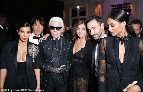 """""""Công thần Chanel"""": Kim Kardashian bị cướp vì thích khoe của - 3"""