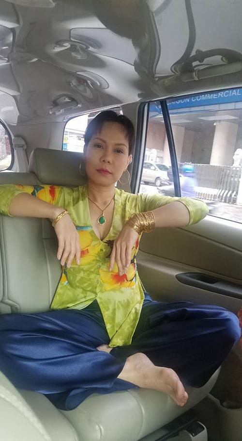 """Lý do Hoài Linh, Việt Hương """"khoe vàng"""" khắp người - 6"""