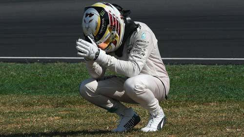 """F1, Lewis Hamilton: Vận đen của """"Viên ngọc đen"""" - 1"""