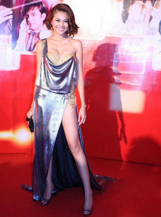 Kiều nữ Vbiz mặc váy xẻ hông cao, khoét tới eo táo bạo - 10