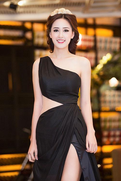 Kiều nữ Vbiz mặc váy xẻ hông cao, khoét tới eo táo bạo - 11