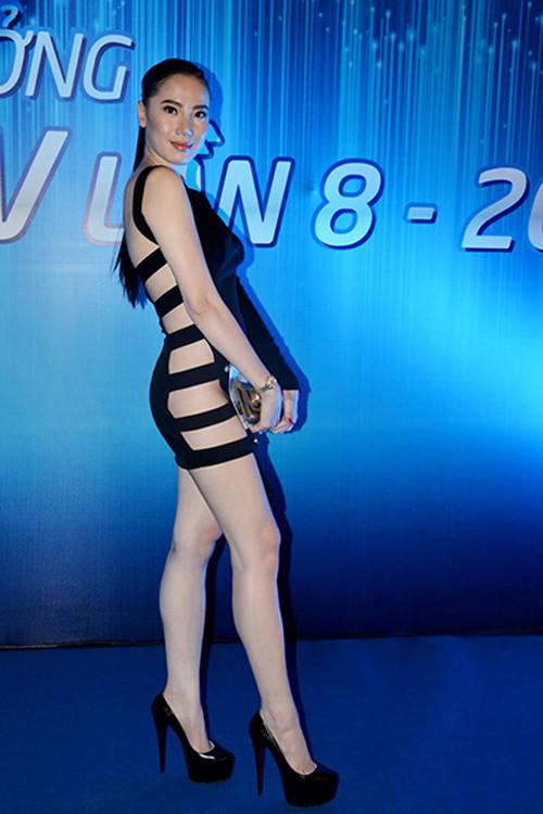 Kiều nữ Vbiz mặc váy xẻ hông cao, khoét tới eo táo bạo - 13
