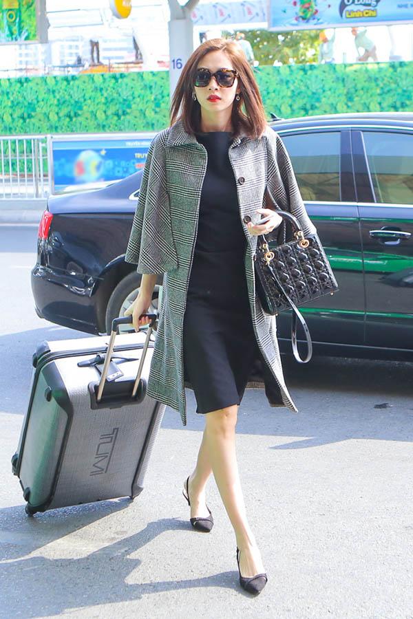 """Hoa hậu Thu Thảo: """"Tay chơi"""" hàng hiệu kín tiếng của Vbiz - 2"""