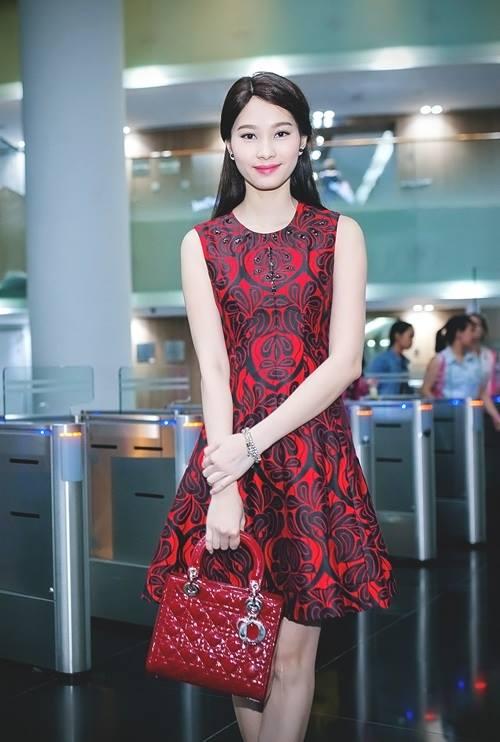 """Hoa hậu Thu Thảo: """"Tay chơi"""" hàng hiệu kín tiếng của Vbiz - 1"""