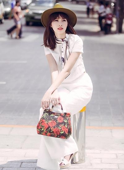 """Hoa hậu Thu Thảo: """"Tay chơi"""" hàng hiệu kín tiếng của Vbiz - 3"""