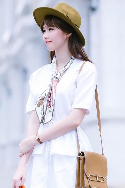 """Hoa hậu Thu Thảo: """"Tay chơi"""" hàng hiệu kín tiếng của Vbiz - 4"""