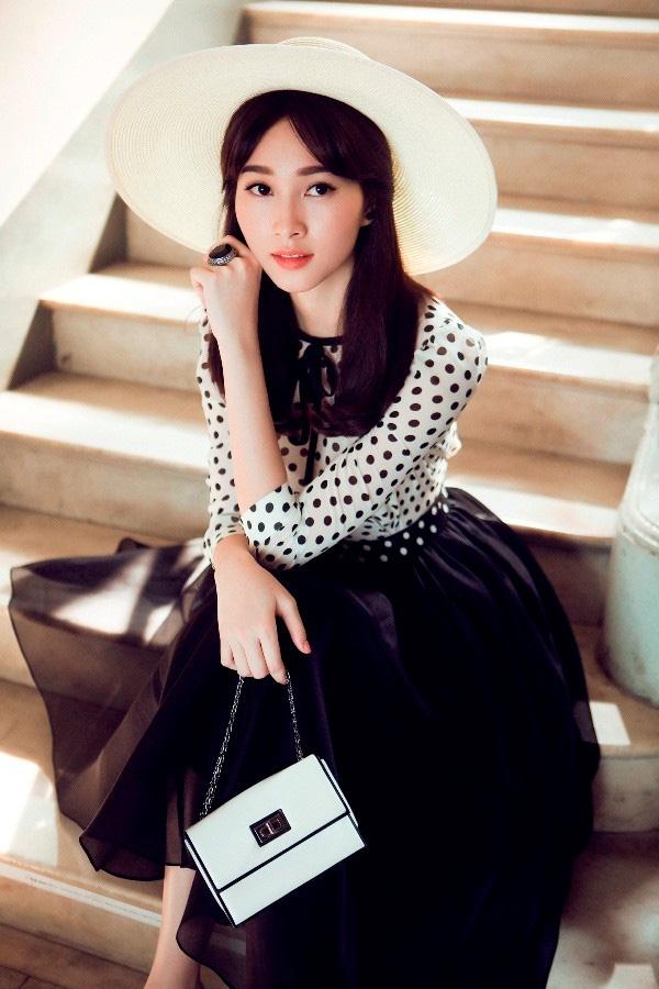 """Hoa hậu Thu Thảo: """"Tay chơi"""" hàng hiệu kín tiếng của Vbiz - 5"""