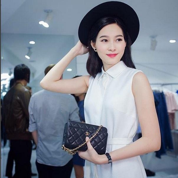"""Hoa hậu Thu Thảo: """"Tay chơi"""" hàng hiệu kín tiếng của Vbiz - 7"""