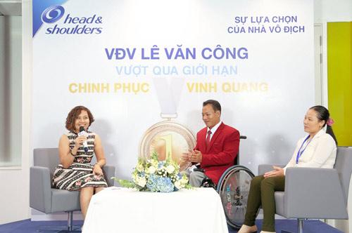 Nhà vô địch cử tạ Lê Văn Công: Còn một nửa cơ hội cũng phải cố gắng - 1