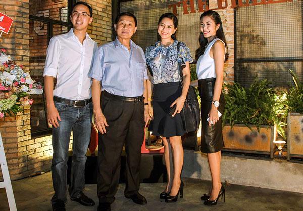Bố mẹ chồng Hà Tăng lọt top quyền lực nhất giới thời trang - 3