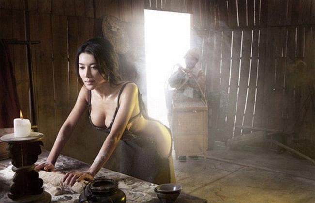 Trong làng phimHoa ngữ, vai diễn Phan Kim Liên- nằm trong hai tác phẩm là Thủy Hử và Kim Bình Mai -là một trong những nhân vật đáng nhớ và được khán giả chú ý trong nhiều năm liền.Trong nhiều bộ phim khác nhau, nhân vật Phan Kim Liên được xây dựng với tính cách lẳng lơ, phóng đãng. Cô là chị dâu của anh hùng diệt hổ Võ Tòng. Trong ảnh là vai diễn Phan Kim Liên được cho là nóng bỏng nhấtdo diễn viên Cung Nguyệt Phi thể hiện năm2013.