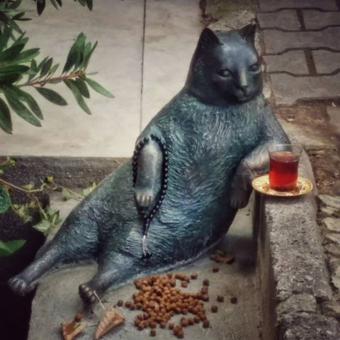 Mèo ú với dáng ngồi oai vệ được dựng tượng sau khi chết - 2