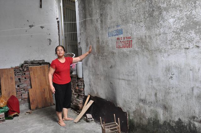Hà Nội: Bi hài hàng chục hộ dân có nhà mà không có ngõ - 1