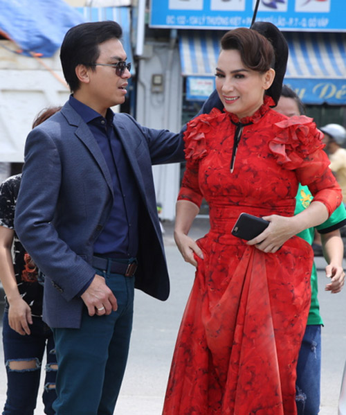 Phi Nhung, Mạnh Quỳnh tình tứ hát cải lương khi hội ngộ ở Sài Gòn - 2