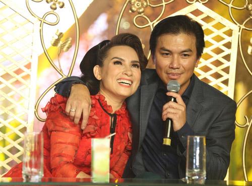 Phi Nhung, Mạnh Quỳnh tình tứ hát cải lương khi hội ngộ ở Sài Gòn - 4