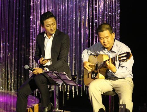 Phi Nhung, Mạnh Quỳnh tình tứ hát cải lương khi hội ngộ ở Sài Gòn - 9