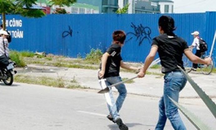 Can ngăn đánh nhau, một học sinh bị đâm trọng thương - 1