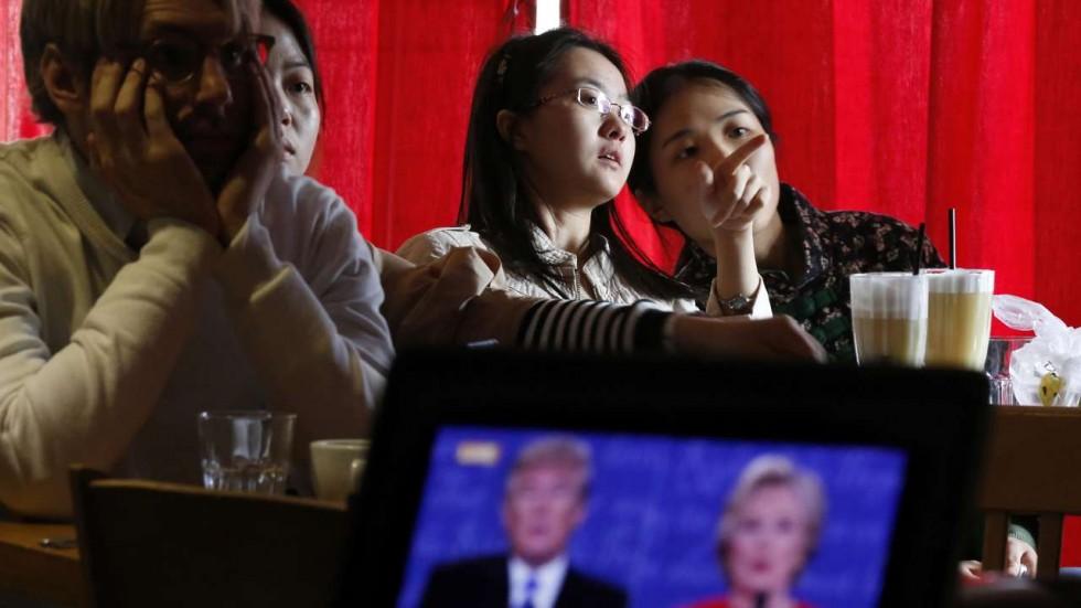 Bất ngờ: Dân Trung Quốc ủng hộ bà Clinton hơn ông Trump - 1