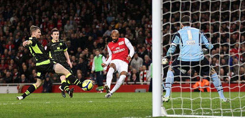 """Thương hiệu dứt điểm đỉnh nhất: Henry, Messi, Rô """"béo"""" - 1"""