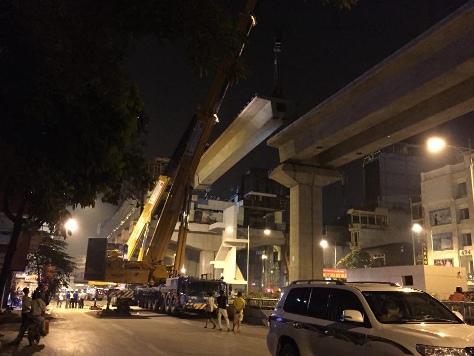 HN: Cấm phương tiện để phục vụ lắp dầm đường sắt trên cao - 2