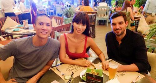 Mỹ nhân Việt khiến dân tình đứng hình trong quán ăn - 11
