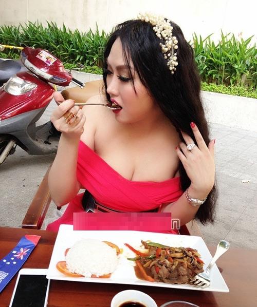 Mỹ nhân Việt khiến dân tình đứng hình trong quán ăn - 9