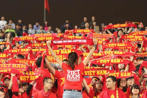 Chê vé đắt, hội CĐV ra quán cà phê ủng hộ tuyển Việt Nam - 1