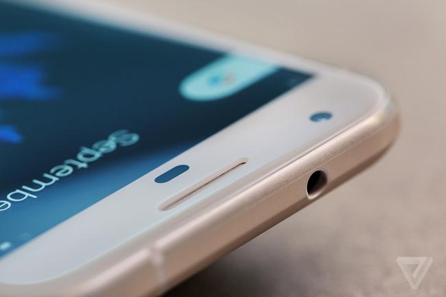 Hôm qua, Google đã chính thức ra mắt bộ đôi điện thoại thông minh mới có tên gọi là Google Pixel và Pixel XL.