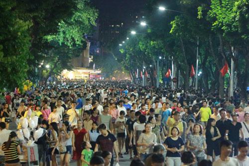 Hà Nội chưa đồng ý mở thêm 9 tuyến phố đi bộ - 1