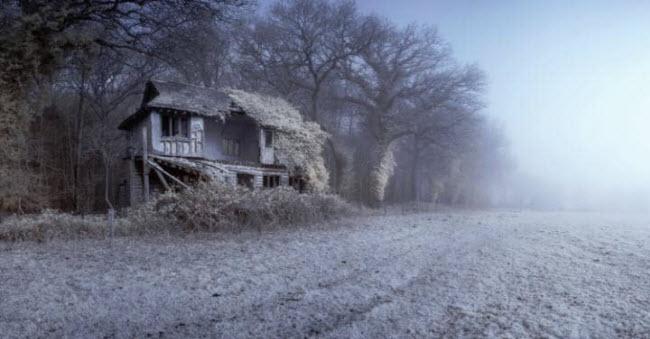Cảnh tượng sân cricket bỏ hoang tại ngôi làng North Norfolk ở Anh, đẹp mê hồn như trong chuyện cổ tích.