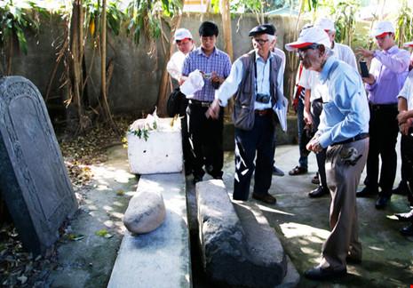 Khai quật thăm dò dấu vết mộ vua Quang Trung - 1