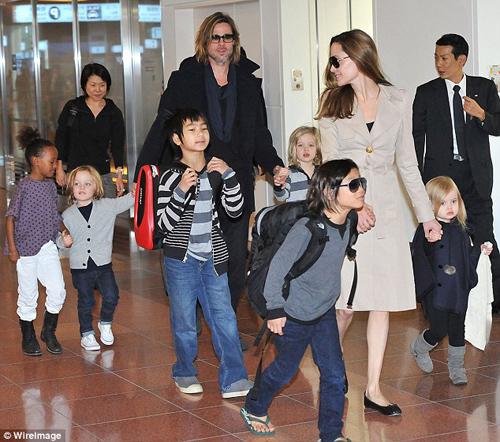 Angelina Jolie tất tả lo điều trị tâm lý cho các con sau ly hôn - 1