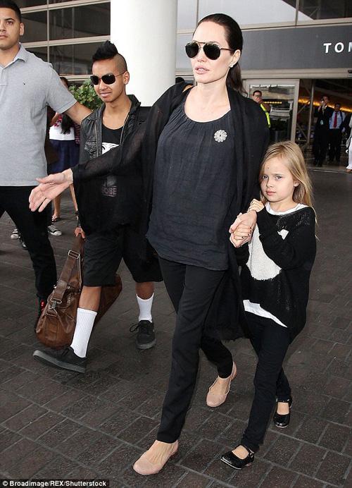 Angelina Jolie tất tả lo điều trị tâm lý cho các con sau ly hôn - 3