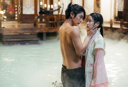 """""""Nóng mắt"""" vì cảnh nude dày đặc trong phim đang hot nhất Hàn - 12"""